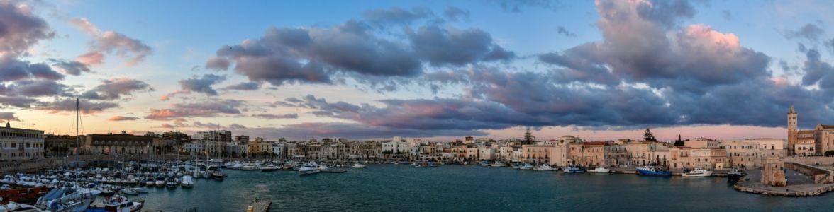 Hafenbecken von Trani