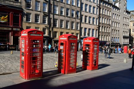 Edinburgh. Telefonzellen