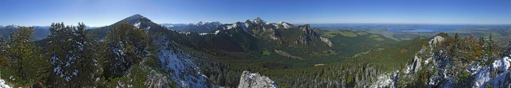 Blick vom Friedenrath auf Hochplatte, Kampenwand und Chiemsee