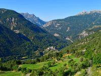 Chateau Queyras mit umliegenden Bergen