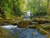 Der erste Wasserfall auf dem Weg